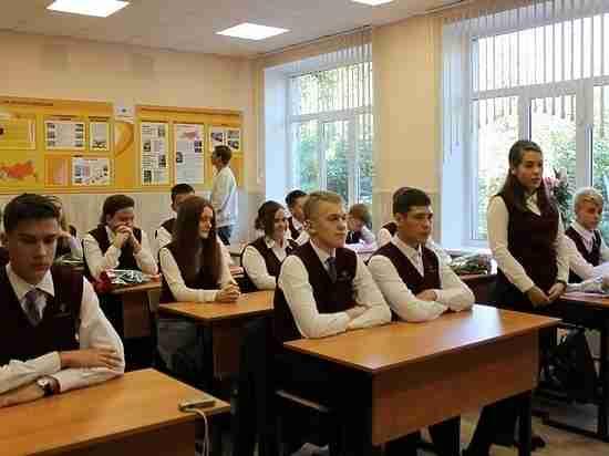 В школах Хабаровска продолжается запись в 10-е классы