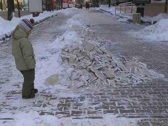Дороги в Хабаровске не чистят из-за нехватки финансов