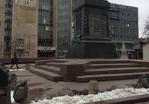 Памятник Пушкину вновь лишился «тяжких оков»